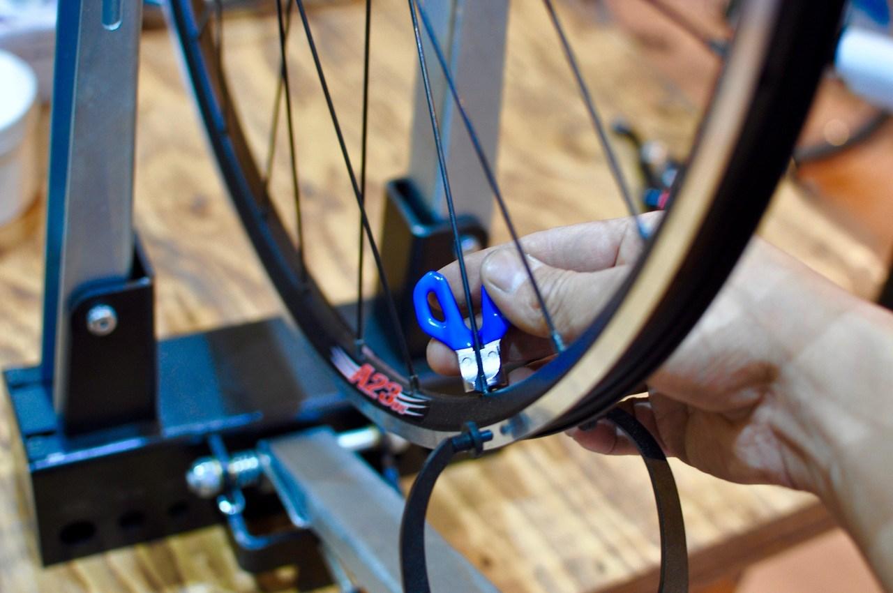 GreaseMonkeyBikeSchool 「Basic03 : Wheel Truing / ゆがんだ車輪を直しましょう」